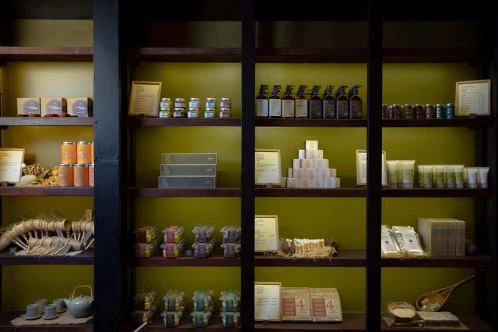 Bodia Apo Alley West Siem Reap - Shelves with products